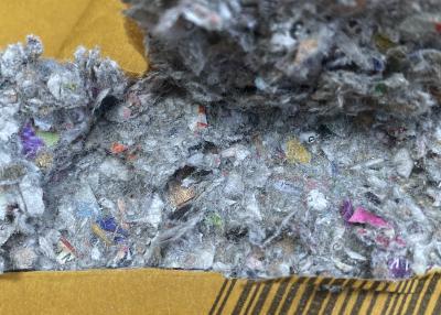 Versandtaschen mit Recyclingflockenfüllung